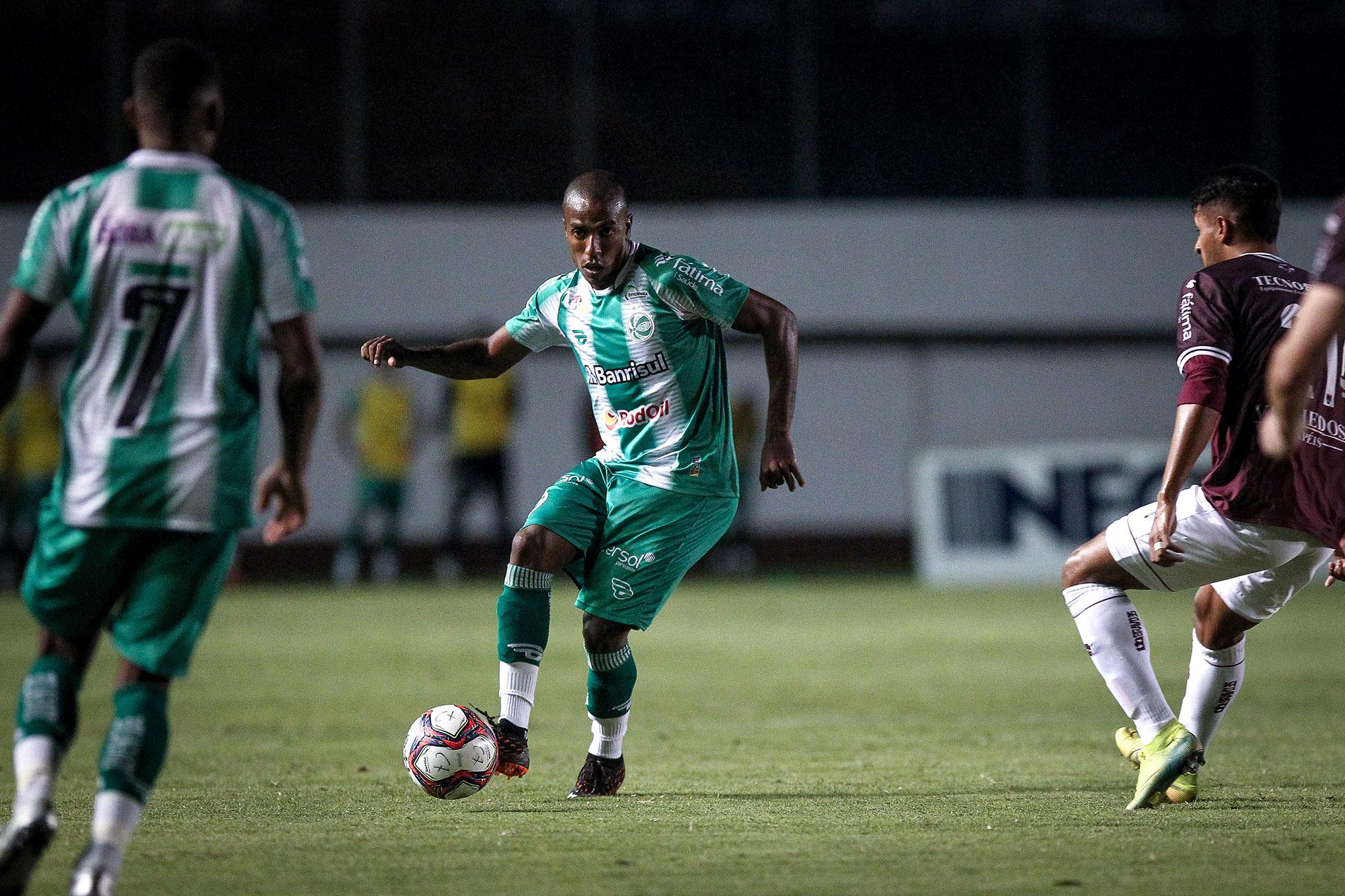 Samuel Santos comemora retorno ao Juventude após cinco meses