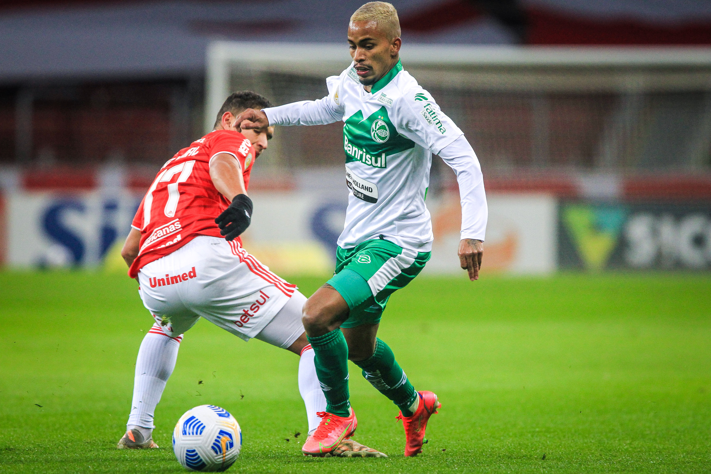 Ju cria oportunidades, tem gol anulado, mas é superado pelo Inter no Beira-Rio