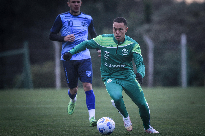 Goleada em jogo-treino! Marquinhos observa alternativas em Juventude 6 x 1 Cruzeiro (RS)